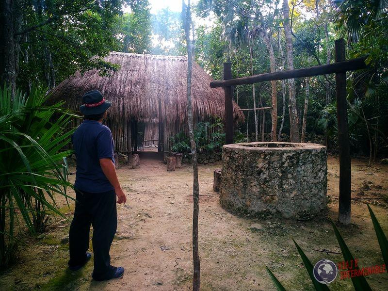 Construcción maya en parque Cancún Mexico