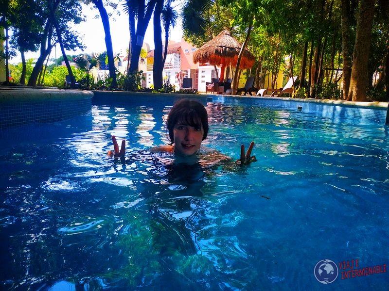 Joy en piscina Puerto Morelos Mexico