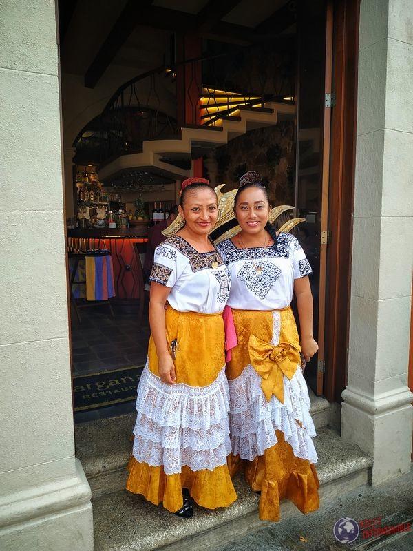 Vestimenta típica mujeres Campeche Mexico