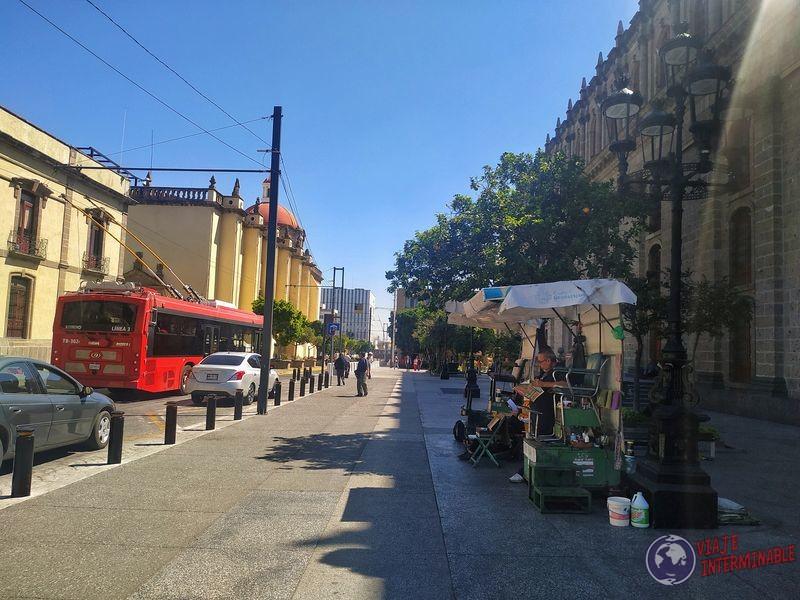 Limpia zapatos boleros en calles de Guadalajara México