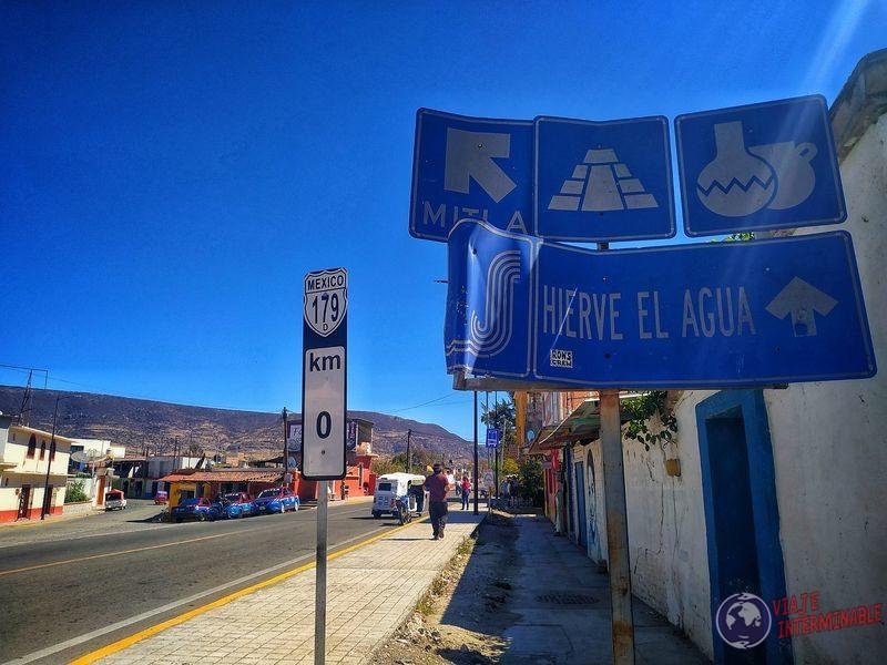 Mitla pueblo en Oaxaca Mexico