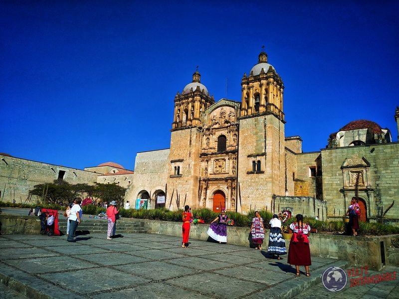 Otra iglesia y mujeres típicas Oaxaca Mexico