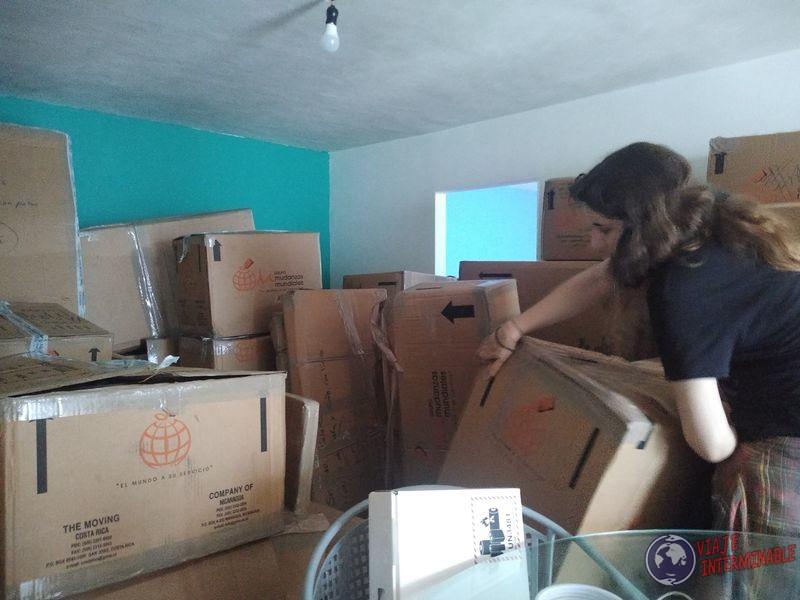 Acomodando las cajas de casa cuarentena Mexico
