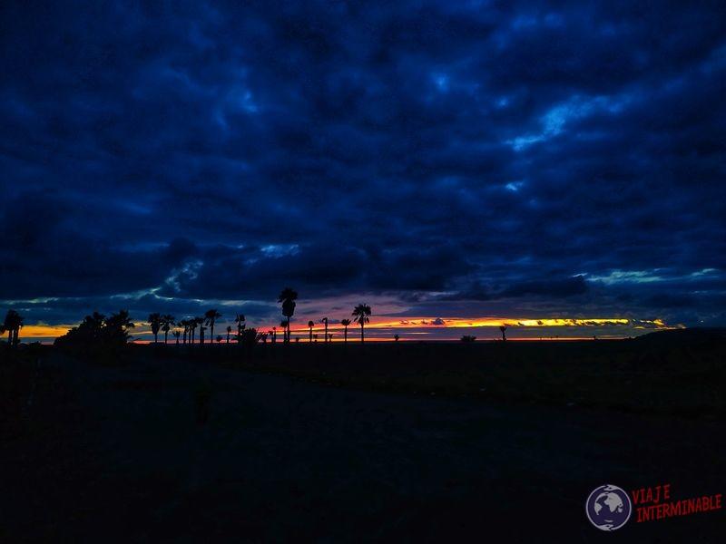 Atardecer oscuro colorido más tarde Socorrito Baja California Mexico