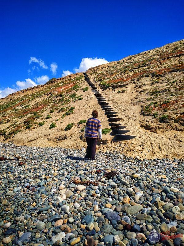 En escaleras de neumáticos Socorrito Baja California Mexico