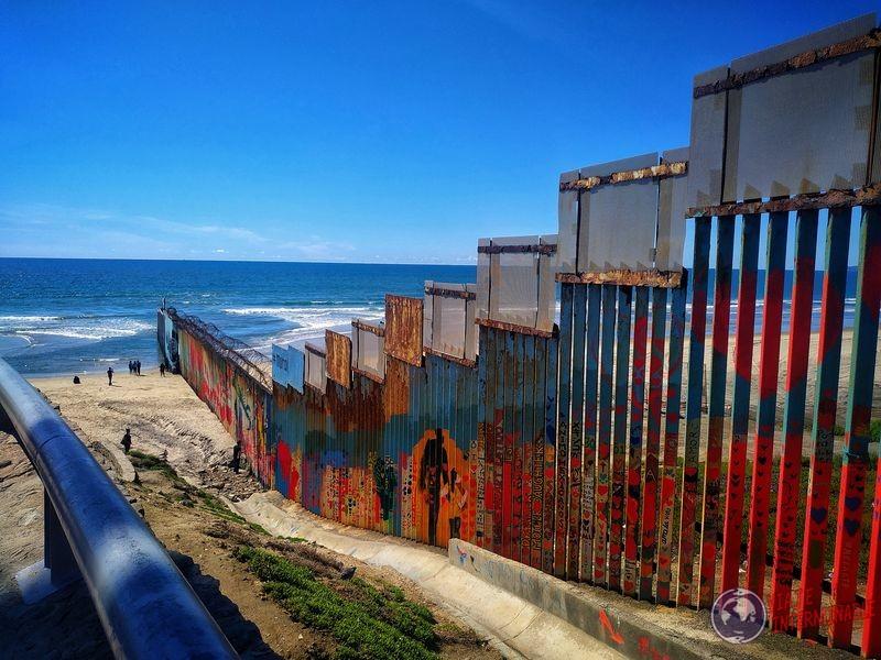 Muro y playa Tijuana Baja California Mexico
