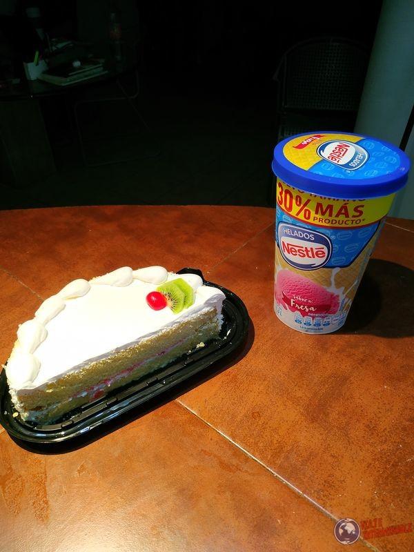 Torta pastel y helado aniversario dos años de viaje Mexico