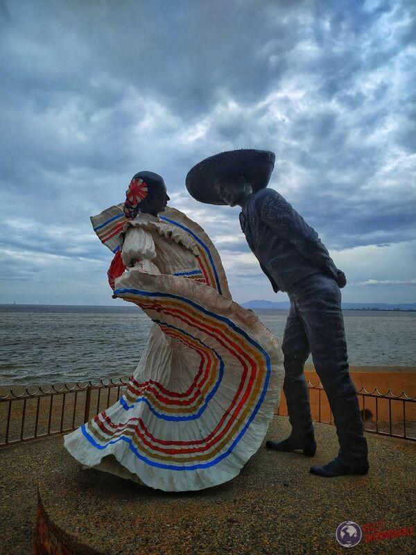 Puerto Vallarta estatua bailarines tipicos