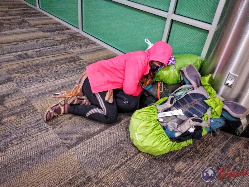 Durmiendo como pordiosero en aeropuerto Denver