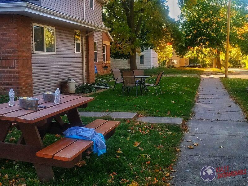 Celulares sobre mesa calle montevideo Minnesota EEUU