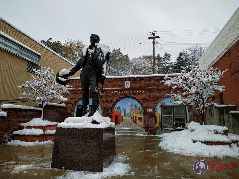 Artigas nevado en plaza Montevideo Minnesota EEUU