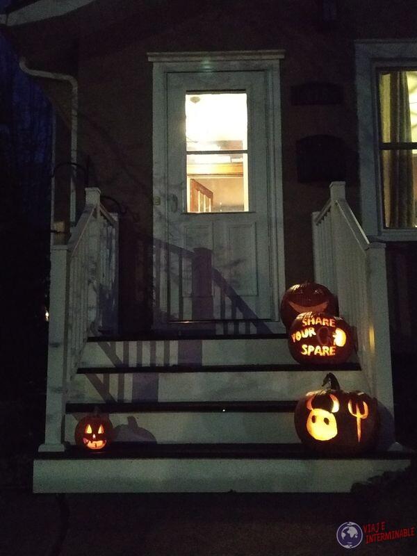 Calabazas escalera casa decoracion halloween Montevideo Minnesota