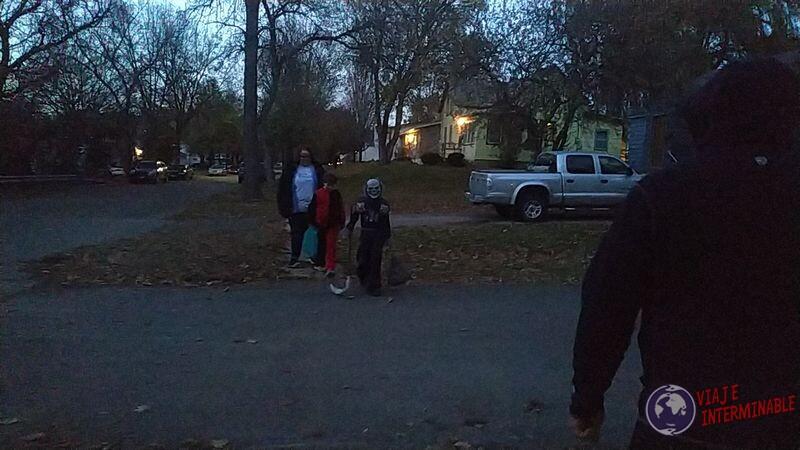 Niños disfrazados Halloween Montevideo Minesota