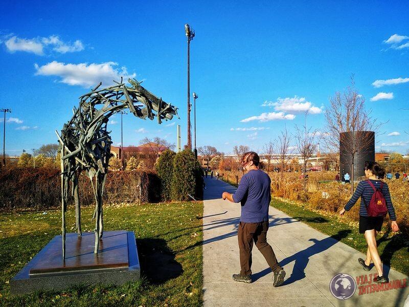 Escultura caballo Woodrow parque esculturas Minneapolis Minnesota EEUU