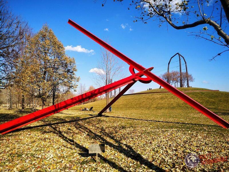 Gold Medal Park atomo escultura roja Gold Medal Park Minneapolis EEUU