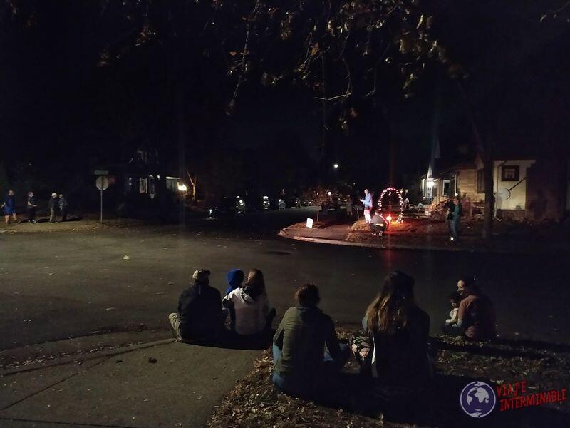 Música en la vereda vecinos barrio de Minneapolis EEUU